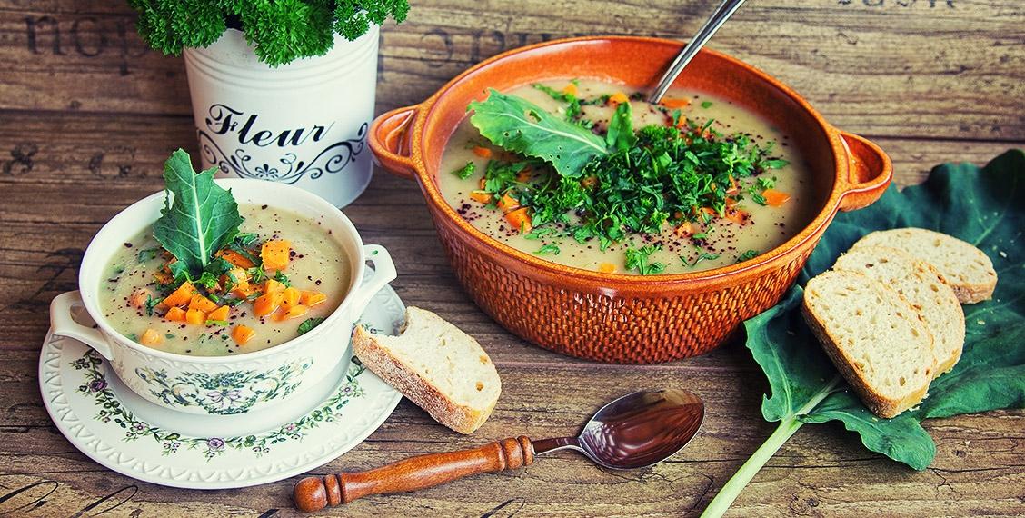 Kohlrabisuppe mit Karotten und Kräutern