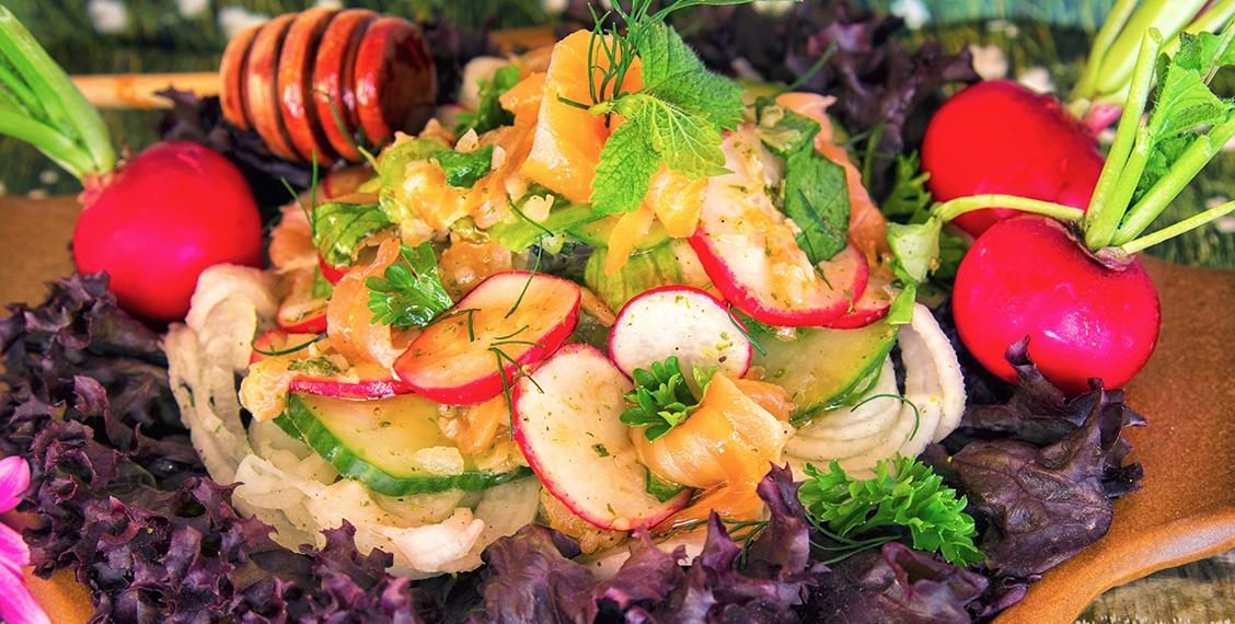 Sommerradieschen-Salat mit Räucherlachs